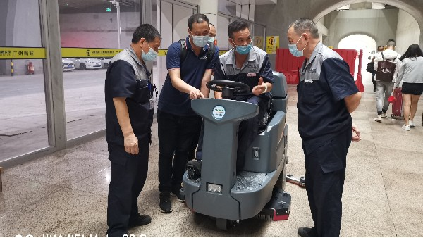 驾驶式洗地机行驶时会有危险性吗?使用驾驶式洗地机的注意事项!