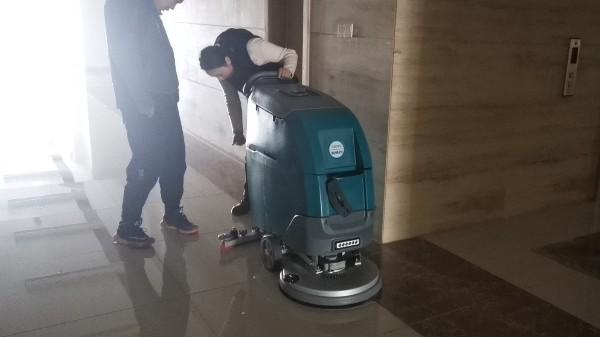 手推式洗地机如何正确得到双重保护?