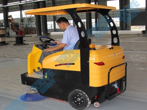 TS1500驾驶扫地车效果