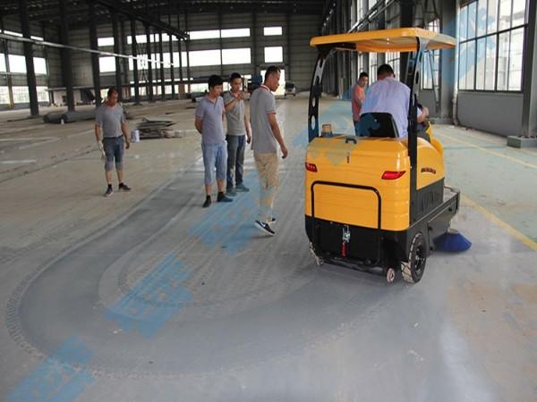 TS1500驾驶扫地车细节