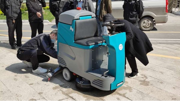 电瓶驾驶式洗地机故障分析