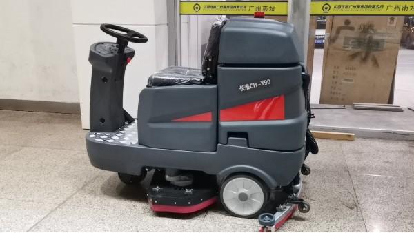 大型驾驶式洗地机在机械制造行业的清洁解决方案